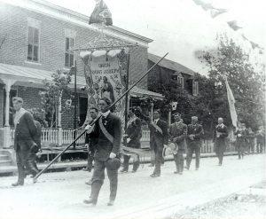 Procession Union Saint-Joseph sur la rue Maguire